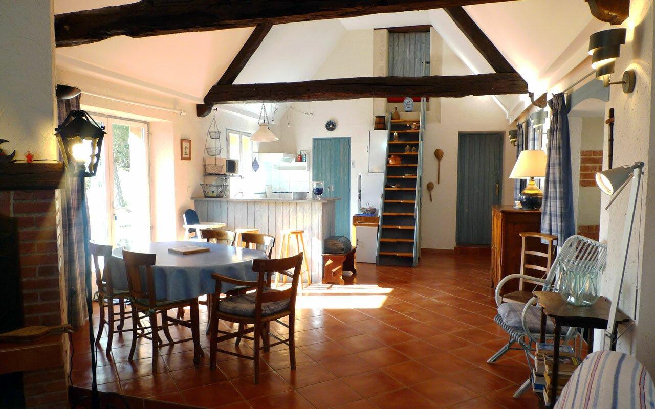 #733C20 Gite / Cottage Haut De Gamme Pastel En Touraine L  3481 salle a manger contemporaine haut de gamme 1280x800 px @ aertt.com